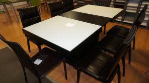 Extendible dining table; № 060501179